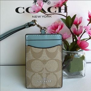 🌹 Coach Lanyard ID Holder in Signature F63274